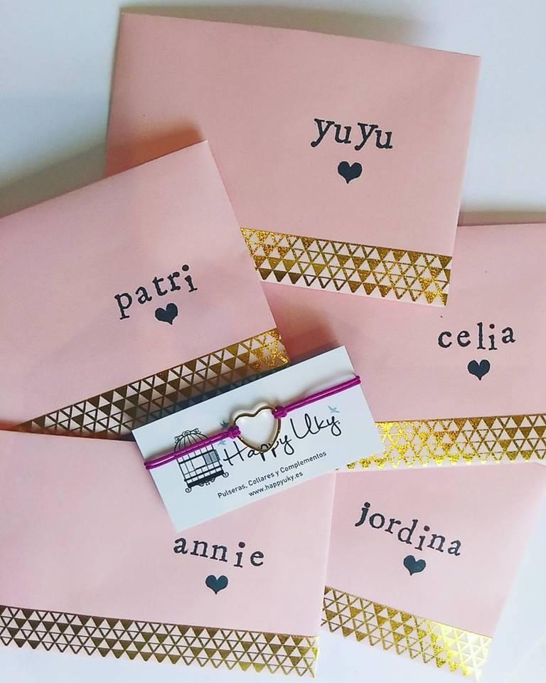 Detalles de boda - pulseras con sobres personalizadas
