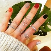 Son una monada, me quedaba con todos!! 💘😅 Nuevos anillos de plata en el showroom 💙* * * * * *#anillos #rings #joyitas #jewels #igersbarcelona #barcelonajewels #platadeley #tiendasbarcelona #bisuteria #happyuky #tendencias #instajewelry #anillosdeplata #complementosmujer #platadeley #anillosplata #bijouxlovers #showroombarcelona #santgervasi #elputxet