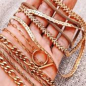 Las cadenas están de moda y tenemos un montón de modelos para combinar 😊💫🌟* * * * * *#collares #necklaces #jewels #barcelonajewels #gargantillas #showroombarcelona #collaresdemoda #stainlesssteeljewelry #happyuky #elputxet #sarriasantgervasi #elfarro #layeringjewelry #igersgracia #petitcomerç #cadenasdeaceroinoxidable #cadenitas #cadenasdoradas #joyitas #Joyasdeaceroinoxidable #tiendasdegracia #collaresdemoda #stainlesssteeljewelry #joyasdemoda #layeringjewelry #jewelry #igersgracia #petitcomerç