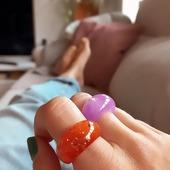 Super fan de los anillos de resina!! 🧡💜 En el showroom podrás ver todos los modelos y colores que tenemos!! Y no son pocos 😉 Aquí tenéis una muestra! 🌈🎉* * * * * *#anillos #rings #joyitas #anillosresina #anillosderesina #anilloschunky #jewels #chunkyrings #complementos #accesorios #anillospiedras #joyasdemoda #amigoinvisible #elputxet #santgervasi #showroombarcelona #tiendasdemoda #funjewelry #nuevacoleccion #bijouxlovers