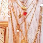 💕🐍💛🐘🧿* * * * * *#collares #necklaces #barcelonajewels #gargantillas #showroombarcelona #collarelefante #collarserpiente #stainlesssteeljewelry #happyuky #elputxet #sarriasantgervasi #elfarro #layeringjewelry #igersgracia #petitcomerç #cadenasoro #cadenitas #collarojo