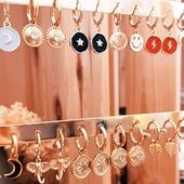 Podríais escoger sólo uno? Yo me los quedaba todos!! 🧡💫 * * * * * *  #pendientes #earrings #joyitas #jewelry #pendientesdearo #pendientesaro #aretes #nuevacoleccion #jewels #bisuteria #tiendasbonitas #accesorios #minihoops #joyasdemoda #happyuky #picoftheday #jewelrylovers #fashionearrings #aritosdeaceroinoxidable #criollas #aritos #joyasdeaceroinoxidable #elputxet #santgervasi #showroombarcelona #aritosaceroinoxidable #earringslover